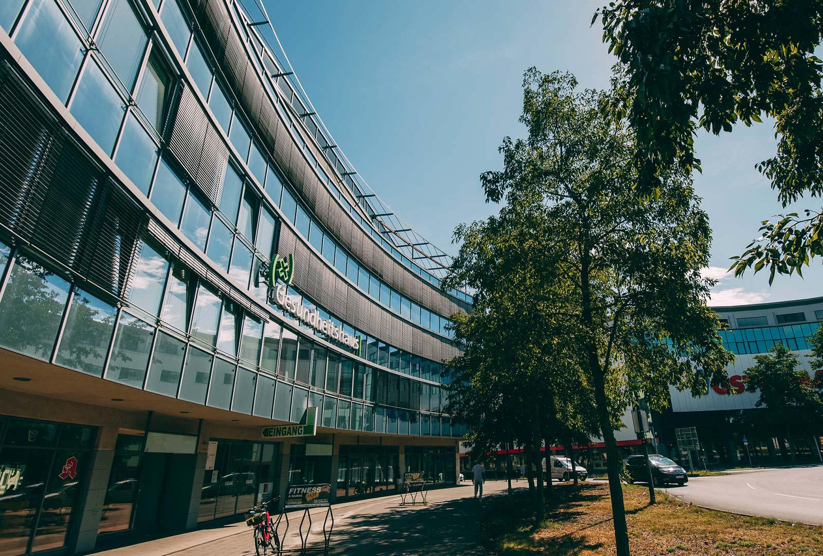 Service in der Zahnarztpraxis Plugmann in Leverkusen