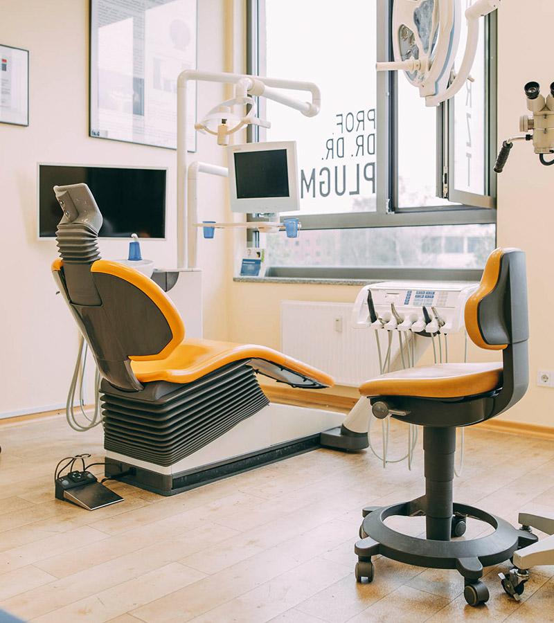 Behandlungszimmer der Zahnarztpraxis Plugmann Leverkusen