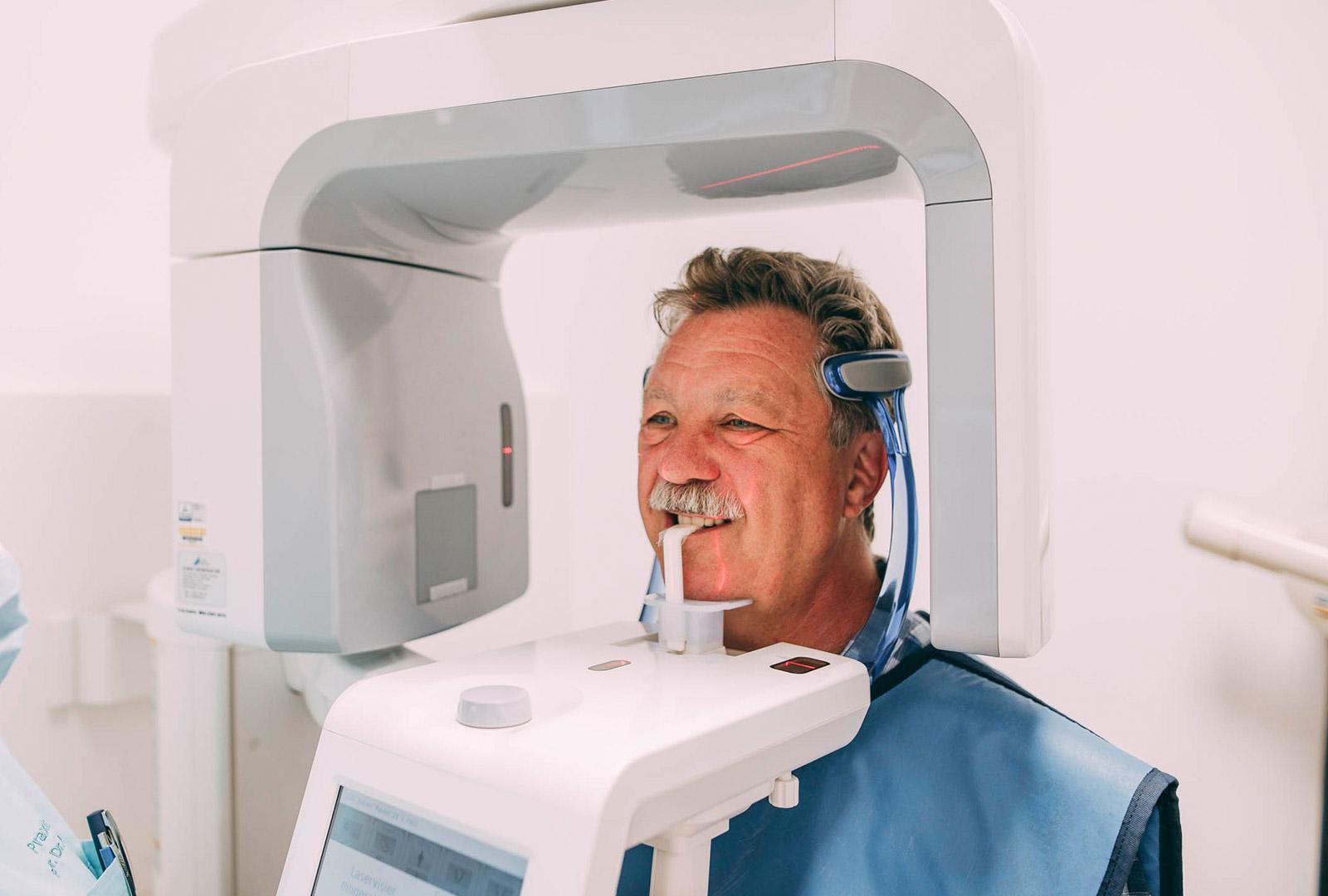 Moderne Technik für die sichere Behandlung in der Zahnarzrpraxis Plugmann, Leverkusen